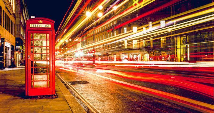 policie, británie, budka, komunikace, zprávy, aplikace, facebook, deriváty